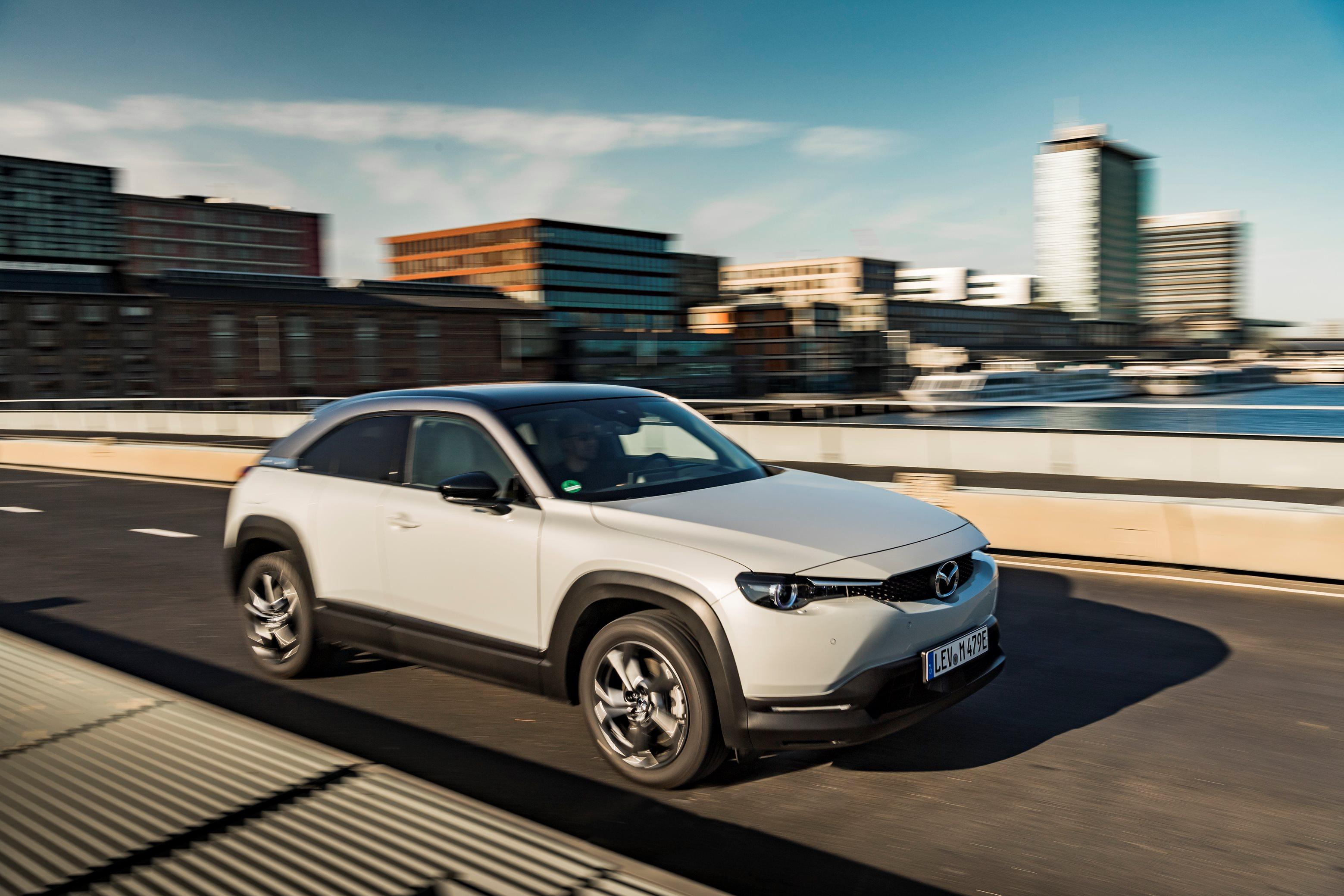 https://peternel.mazda.at/wp-content/uploads/sites/96/2020/12/Action-Mazda-MX-30-Ceramic-White-2-1-1.jpg